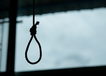 After murdering his wife, husband tries to make it look like suicide