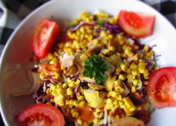Coleslaw Salad with Grilled Sweetcorn, Chicken and Bacon