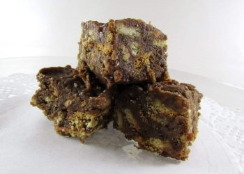Fudge with Cocoa, Vanilla and Marie Biscuits