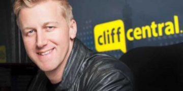 "Gareth Cliff loses Nando's sponsorship after dismissing racism struggles as ""unimportant"""