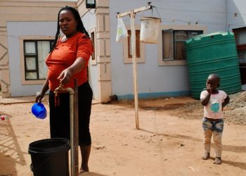 Residents Without Water or Help from the Municipality